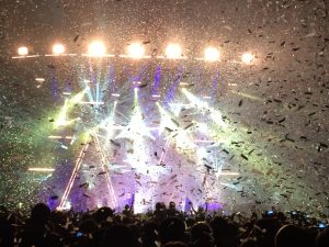 arctic monkeys confetti at the o2